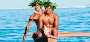 Tahitiens et pirogue